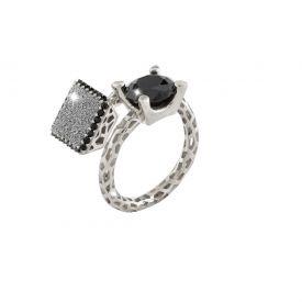 Anello Jolie contrari? in argento con pietre nere grandi e quadrato di polvere di diamanti